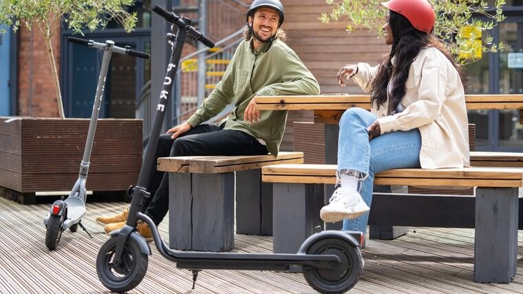 Air Pro by Pure Electric comes in grey and black and suits both male and female riders