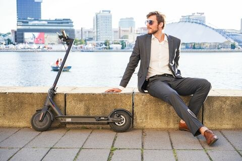 e-scooter for adults weighing up to 100 kg
