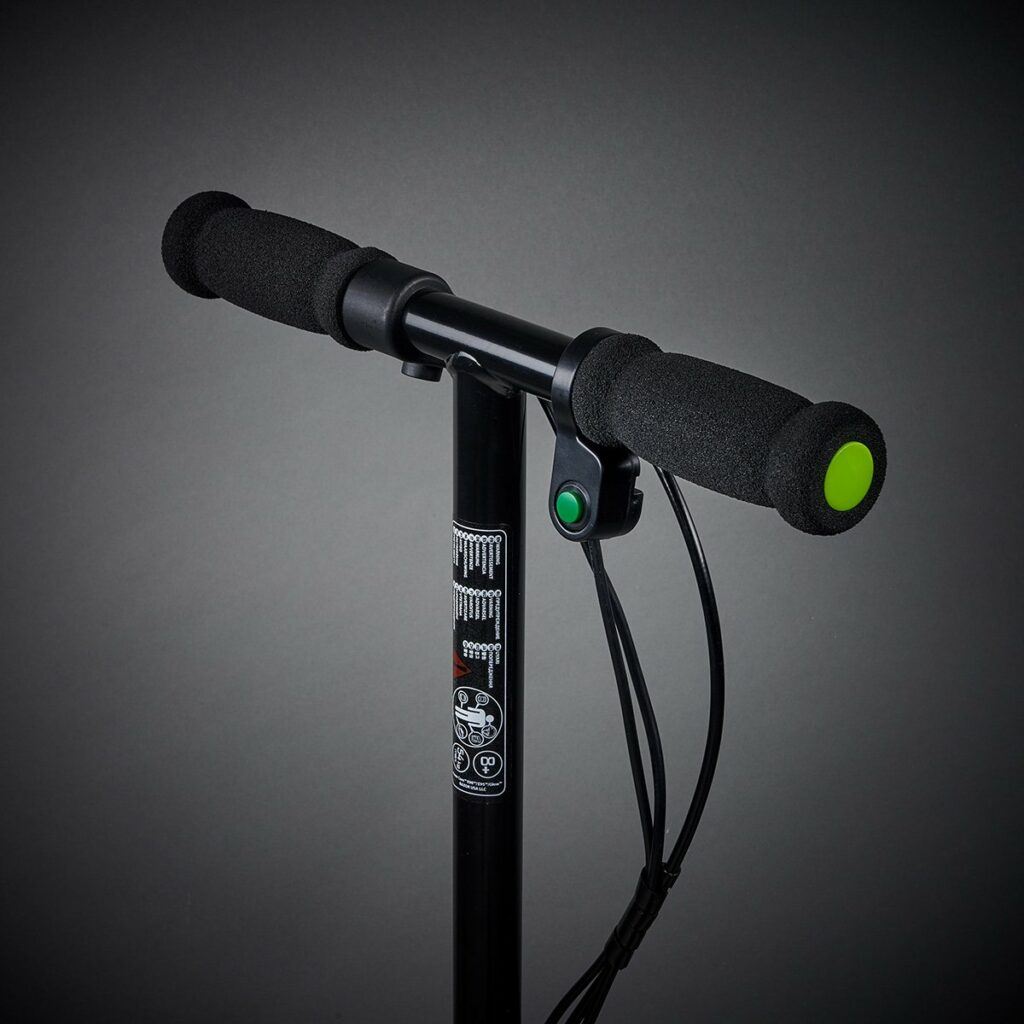 E90 Handlebars with power button and easy use for boys and girls.